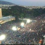250.000 personas están recordando en la plaza Sintagma que la dignidad y la democracia están por encima del dinero http://t.co/FsrXTorDH8