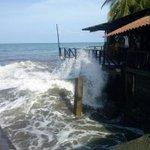 . @Sinaproc_Panama: 3Jul/marea de 16.6. pies en el Pacífico, deja 8 casas afectadas x inundación en Puerto Armuelles. http://t.co/r2EuDGGraI