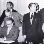 Ministro de finanzas griego firmando una quita equivalente al 50% de la deuda alemana (1953). ¡Buenas noches! http://t.co/y4qrdPjh2D