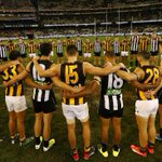 Collingwood and Hawthorn last night paid a moving post-match tribute to Phil Walsh http://t.co/M4zZoJrwET http://t.co/ps0fUpWISE