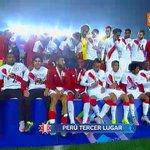 #CopaAmérica: seleccionados peruanos muestran sus medallas de bronce ► http://t.co/Tfdx4VwTqB http://t.co/Eq5M1HmSvS