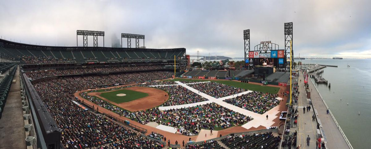 Quite the crowd of #opera fans here for #FigaroSF http://t.co/jSfzDLZrH5