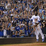 Cain, fans celebrate winning run! #ForeverRoyal http://t.co/Nw2tud6LOT