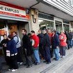 Keine ATM Warteschlange in GR sondern vor einem Arbeitsamt im angeblich durch Austerität geretteten Spanien http://t.co/oJrckoxOjb