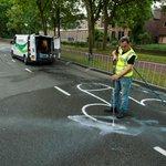 Hahaha @WielerUpdate: Sommige tekeningen op de weg van de Tour-proloog moesten worden weggehaald (via @rtvutrecht) http://t.co/aIPJyvqDBQ
