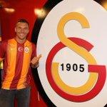 💛❤️Heute wurde ich ein Löwe  💛❤️Today I became a lion  #poldi #Galatasaray #aslan #sarikirmizi #LukasPodolski http://t.co/UZ5NbzPFOE