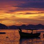 Que o fim de semana seja lindo como o #amanhecer deste sábado no Rio. Foto: Thiago Lontra/ O Globo. http://t.co/L1KZEpXwTD