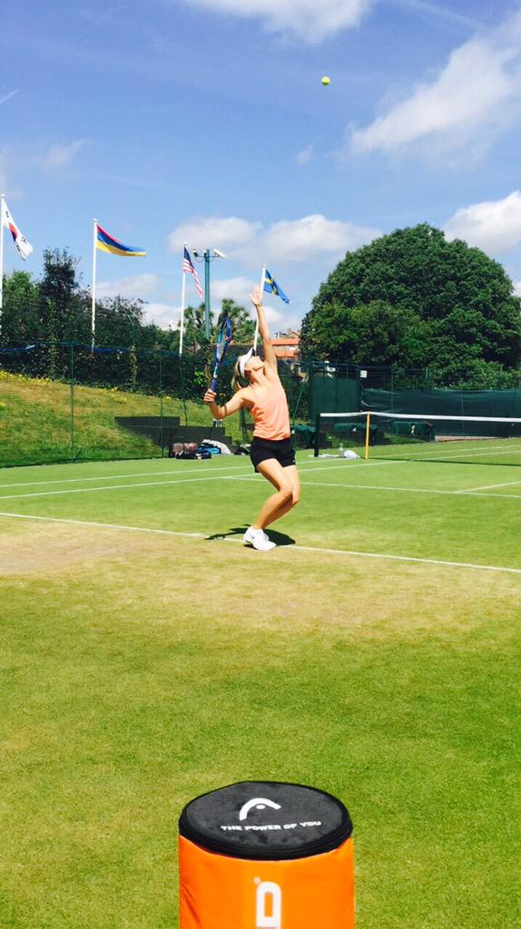 Sunny middle weekend practice day at #Wimbledon http://t.co/QfpXlvgTqp