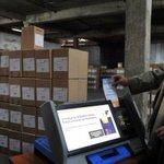 Elecciones porteñas: desde anoche se distribuyen urnas y máquinas de boleta electrónica http://t.co/QNkHFwctHn http://t.co/BHy135nIBg