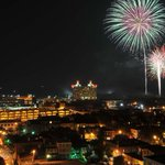 The @RiverStreetSav Fourth of July Celebration begins at 4pm with fireworks beginning shortly after the 9pm! http://t.co/DeaUu8iQd2