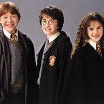 """#PotterheadsDominamOMundo - Fãs de """"Harry Potter"""" demonstram seu amor pela saga que conquistou o mundo. http://t.co/Nho4QI7Vbi"""