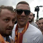 DONE DEAL: Galatasaray have completed the signing of Lukas Podolski from Arsenal. http://t.co/kqvkaJv1HP http://t.co/ZszTZzcb3P