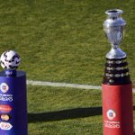 El trofeo más lindo del mundo ya espera por el ganador. http://t.co/9jVDytHIRo #FinalCA2015 http://t.co/x1QLYYI1wQ