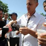 Ramadan en Algérie: pour résister à lislamisation ils mangent en public http://t.co/NGrK8XwmmN @LadyGuedin http://t.co/rJDUji8uYh