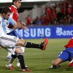 #Chile2015 @G_Higuain es el jugador de @Argentina que más goles le hizo a #Chile. Mirá: http://t.co/PW8ChrZ29P http://t.co/q0y4DjWhho