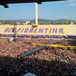 Firenze aspetta @lorenzojova Tutti in costume ci sono 38 gradi! #lorenzoneglistadi15 #lorenzoafirenze15 @Bitconcerti http://t.co/LE7YmZLlyg