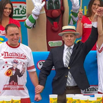 Matt Stonie stuns Joey Chestnut to win Nathan's Hot Dog Eating Contest for the 1st time http://t.co/nRINB4MBnt http://t.co/3Odmg76iLp