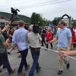 So many people trying to get close to Hillary her aides are using a rope to keep press at distance http://t.co/PkIl0Pez98
