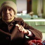 Abuelita de 99 años llora de emoción apoyando a la Selección Chilena. EN VIDEO » http://t.co/5Pzc5jR9KZ http://t.co/eCX82uzNj0