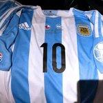 Queremos ser solidarios igual. Mirá #Chile está es la #10 de #Messi. Mirala ahora, porque después no lo vas a ver más http://t.co/nbA0J0LN5D