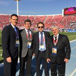 Final #Chile2015 | Árbitro Roldán posa con periodistas argentinos (vía @titifernandez1) http://t.co/lnfoLP0hc8 http://t.co/cWFED8HKLm