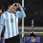 Messi perdió su tercera final con #Argentina. El 10 de las espinas clavadas: http://t.co/bOzb0y283b http://t.co/TjgljpIMpC