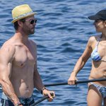 Our #IndependenceDay just got a whole better with these Chris Hemsworth shirtless pics: http://t.co/TAC1ShBXNL http://t.co/GZByL4cJAM