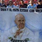 La bandera argentina que se destacó en el estadio Nacional: el Papa, Maradona y Messi http://t.co/ufhIni3Thr http://t.co/myg2t8UVYd
