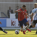 """LIVE! Breathless start in Santiago as Chile face Argentina in the Copa America final http://t.co/leY3TNkM4S http://t.co/Vr5ymRqYp6"""""""