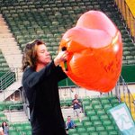 #HarryHasABigHeart HERE YOU CAN SEE HARRY HOLDING HIS HEART. http://t.co/QN23VsdZJC