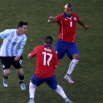 Medel lets Messi know hes about http://t.co/9RIuqsuN9t http://t.co/6P7VExIiTG