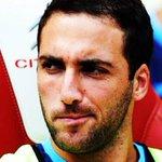 En moins dun an, Gonzalo Higuain a eu au bout du pied : - Une CDM - Une qualification en LDC - Une Copa America http://t.co/FzlYvhbNnu