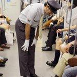 القطار الياباني لايتأخر، وان تأخر فإن سائق القطار يقوم بالاعتذار شخصياً من جميع الركاب. http://t.co/09okEjdeFw