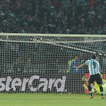 This is what happened to Gonzalo Higuains penalty in Chiles Copa America win... http://t.co/7lxcJjVB6K #chile2015 http://t.co/RuF7auYUJc