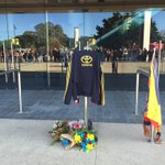 Fans from a multitude of clubs gather at Adelaide Oval to bid farewell to Phil Walsh @TenNewsADEL http://t.co/zJrmoWV90P