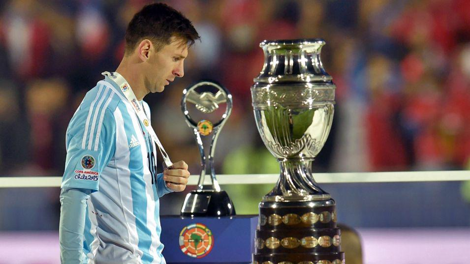 Add insult to injury! Lionel Messi's family attacked during Copa America final against Chile  http://t.co/cNT8EBU7vo http://t.co/V24TBLgc2X