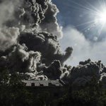 #LoMásVisto en Mundo: Impactantes imágenes de la erupción de un volcán en Indonesia http://t.co/tWEYCEhk7t http://t.co/mZpPMh3WW4