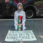 فتاة أثارت انتباه المارّة بتجسيدها الوضع في فلسطين، والعلاقة بينهم وبين اليهود في ممشى النجوم في هوليوود..   #فلسطين http://t.co/ysoD7FHptZ