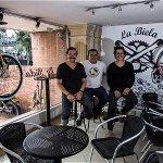Bicicletas de bambú ruedan en Bogotá http://t.co/LYBka9Wkp7 http://t.co/7QsAWbbcxz