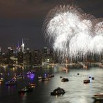 July 4th Fireworks on the East River #NYC (via @maximusupinnyc) http://t.co/srLI6GayJM