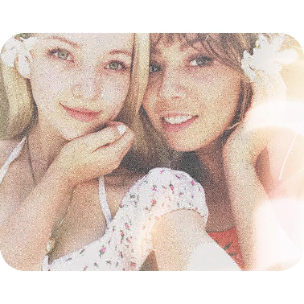 Dove Cameron (@DoveCameron): Grainy poolside hangs with this flower http://t.co/1pN6XwFpOg