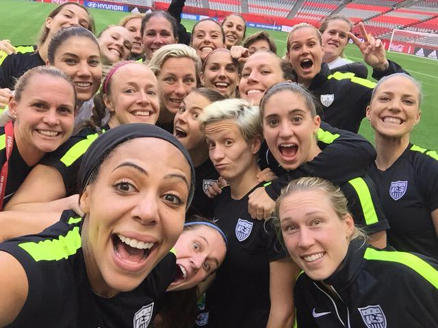I think this beats the famous Oscar celebrity selfie! #USA #OneMore #Happy4thJuly #WorldCup2015 http://t.co/s5bTfQrcKY