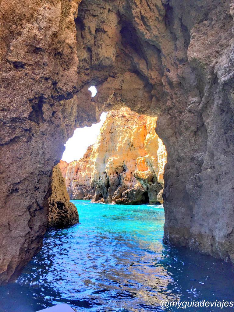 Algarve en estado puro cuando paseas por los acantilados y grutas de Ponta da Piedade en Lagos @visitalgarve_es http://t.co/PIKJ7mt6ou