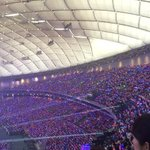 J-fans: Blue Ocean mixed with Pink Ocean while Intl fans: Livestream mixed with Twitter stream #smtowntokyodome http://t.co/Ddd8mIX9zF