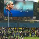 Thousands have poured onto @TheAdelaideOval for a kick to kick, in a tribute in Phil Walsh. #RIPPhilWalsh #9News http://t.co/qhu0K0gBCN