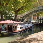 Idée de balade:le canal St.Martin en #été: rafraîchir le corps et les yeux! @ParisJeTaime #Paris #tourisme #canicule http://t.co/HTk1xMFwmq