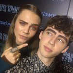 Alright so I guess @Caradelevingne just filled in my eyebrows while we had a chat #ActualThingsThatHaveHappenedInLife http://t.co/J8jTPp99We
