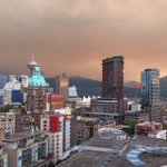 Spectacular, but eerie sky this morning over #Vancouver @GlobalBC smoke from fires. http://t.co/NsJLGViFUF