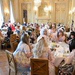 凄いビジュアルだ!突き抜け方が半端ない! RT @fashionsnap ロリータ女子がヨーロッパ中から集結「アンジェリック プリティ」がパリでお茶会とフロアショー開催 http://t.co/bjRLSxeYcE http://t.co/uFlGyxOsYs