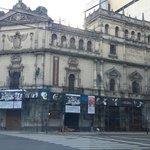 El teatro Cervantes lo administra el estado nacional @CFKArgentina, esta en estas codiciones #BuenDomingo http://t.co/UoSayGBAp8